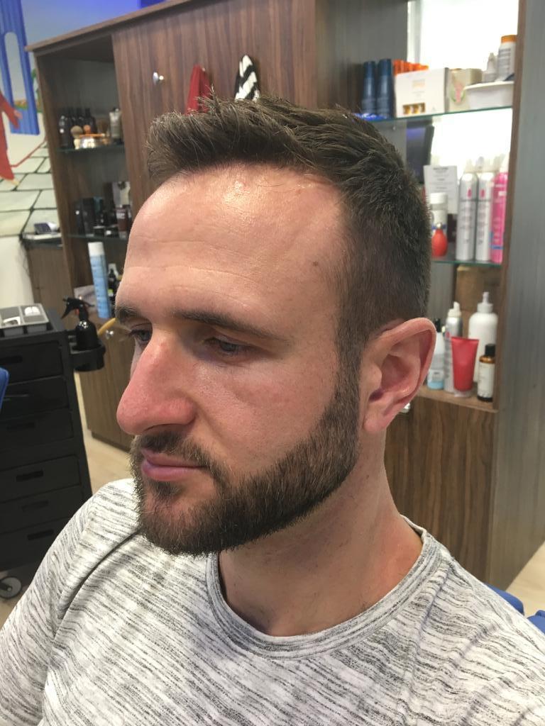 Arreglo de barba en la peluquería en Zaragoza Arturo Comín