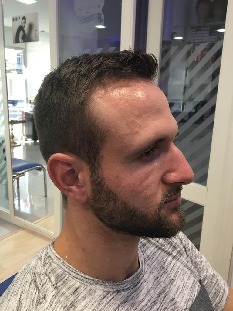 Corte de pelo clásico de hombre en la peluquería en Zaragoza Arturo Comín