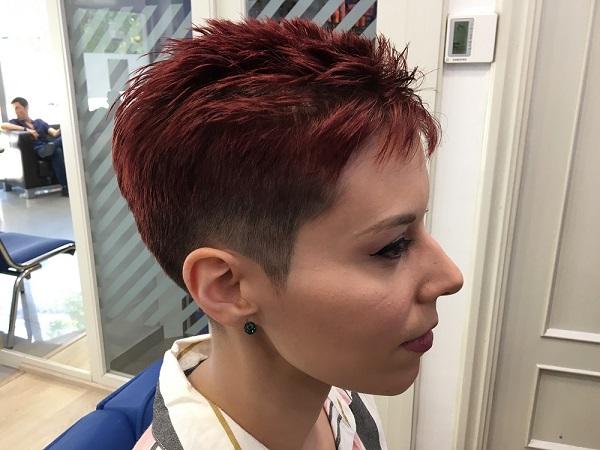 Corte de pelo moderno de mujer en la peluquería en Zaragoza Arturo Comín