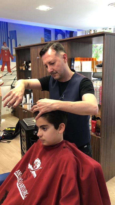 Corte de pelo moderno de niño en la peluquería en Zaragoza Arturo Comín