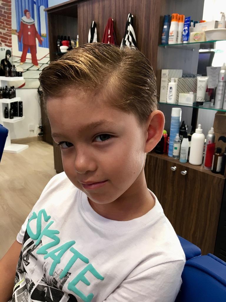 Corte de pelo de niño en la peluquería en Zaragoza Arturo Comín