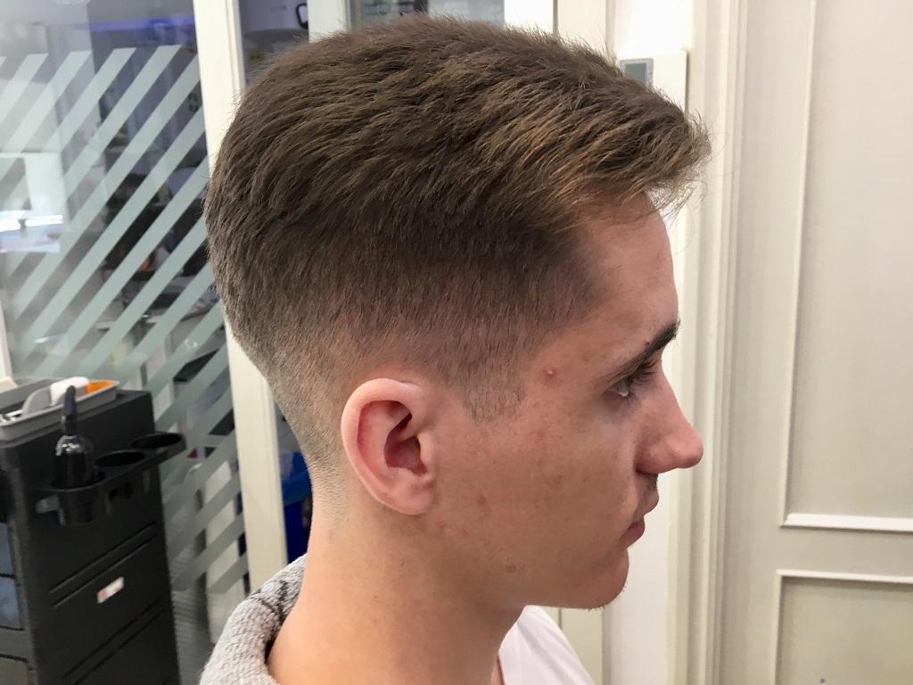 Corte de pelo moderno en la peluquería en Zaragoza Arturo Comín