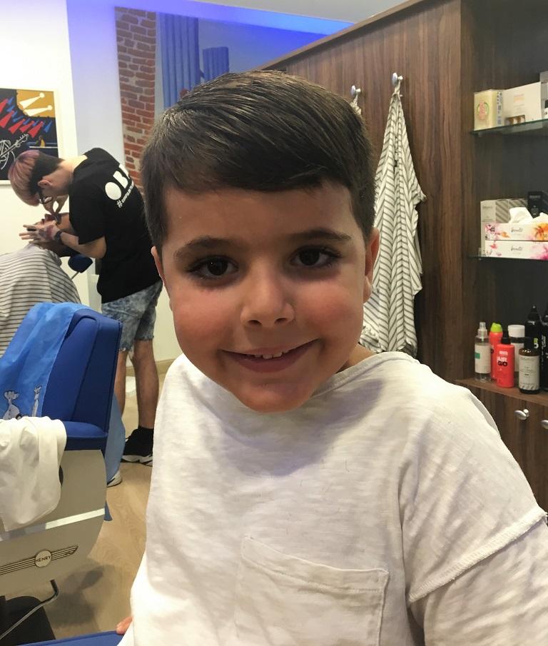 Corte de pelo para niño en la peluquería en Zaragoza Arturo Comín